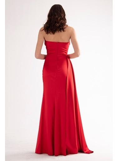 Belamore  Kırmızı Straplez Drapeli Detaylı Yırtmaçlı Saten Kumaş Abiye&Mezuniyet Elbisesi 1607209.08 Kırmızı